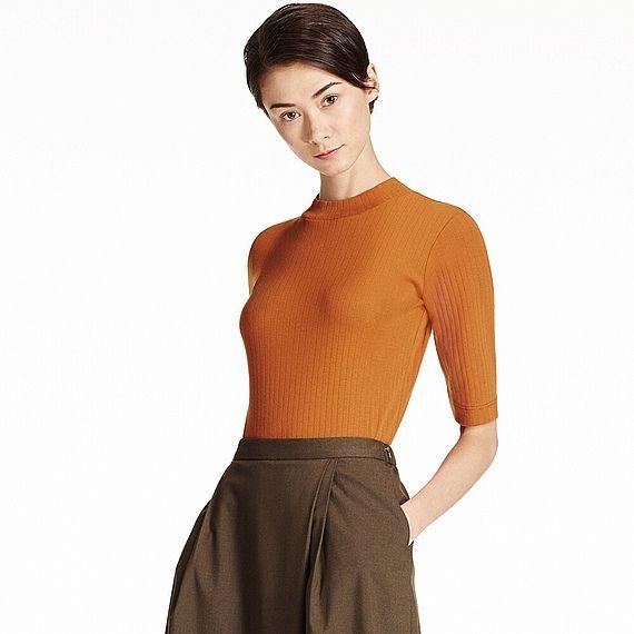この秋はトップスをコンパクトに!リブ&ハイネックでレディな着こなしを。<br>・今季大注目のリブ素材Tシャツ。<br>・リブなのですっきり見え、女性らしくきれいなシルエットを演出。<br>・首もとは旬の着こなしに欠かせないハイネック。<br>・二の腕をすっきり見せる絶妙な五分袖。<br>・定番も最旬のテラコッタカラーも登場。