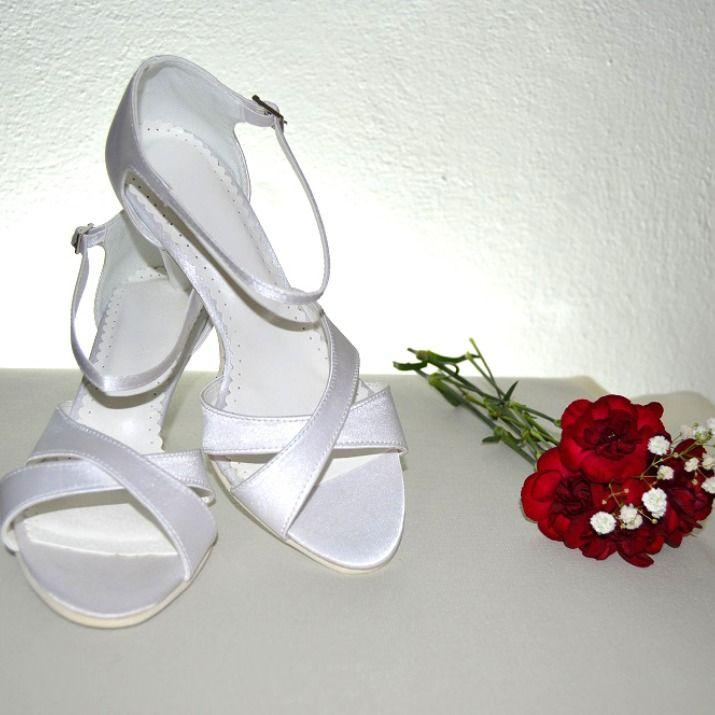 2758062be7 Biele svadobné topánky podľa návrhu klientky v klasickom štýle - strih  špičky špeciálne upravený podľa želania
