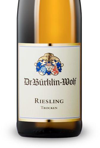 Dr. Bürklin-Wolf (Pfz) - Riesling trocken 2013 __ Einstiegswein von Deutschlands Bioweingut par excellence __ Cuvée aus Riesling-Lagen in Wachenheim, Deidesheim und Ruppertsberg __ Perfekte Balance zwischen ausdrucksstarker Frucht, präziser Mineralität und fein eingebundener Säurestruktur. Aromen von Limetten und Aprikosen __ 9,50 € __ ++