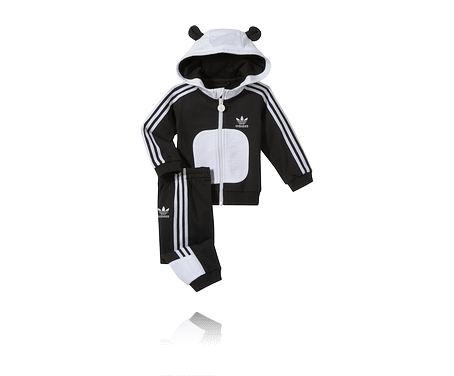 Träningskläder / mjukbyxor och tröja för barn i pandamönster, ADIDAS KIDS ANIMAL SET. Finns även som giraff- och tigermönster. Se alla barnkläder på stadium.se - http://www.stadium.se/klader/barnklader-86-116