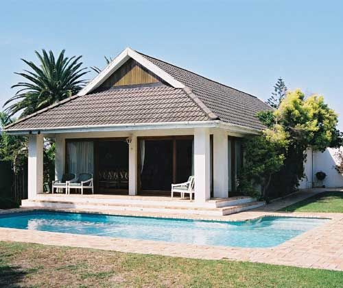 Summer strand, Wilmot Cottages in Port Elizabeth, charming self-catering accommodation that is homely, comfortable and not too expensive. 1 cottage sleeps 4 and the other sleeps 3.