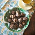 Dadelballetjes met noten en kaneel