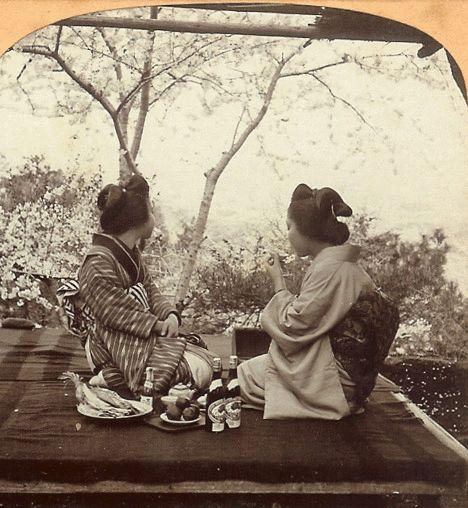 Le photographe T. Enami a photographié le Japon au début du 20eme siècle en utilisant un appareil stéréoscopique qui prends deux image en meme temps séparés de quelques centimètres pour recréer le relief du sujet. Ses photos ont ensuite été colorisés puis montés avec en gif et voilà le résultat. ( Source )