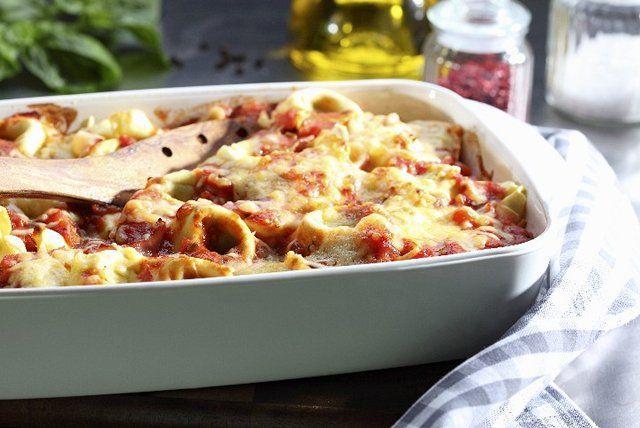 Cette casserole de pâtes éclair ne requiert que quatre ingrédients, dont deux sont du fromage! C'est l'un des plats gratinés les plus faciles et les plus savoureux qui soient.