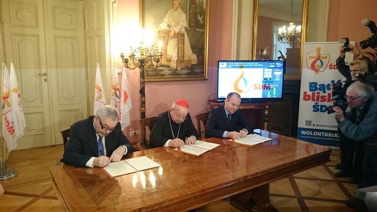 Listy intencyjny pomiędzy współorganizatorami ŚDM 2016 podpisany. Kard. Dziwisz, marsz. Sowa, prez. Majchrowski.