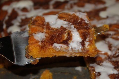 Cinnamon Roll Pumpkin Vanilla Sheet Cake | Sweet Treats | Pinterest