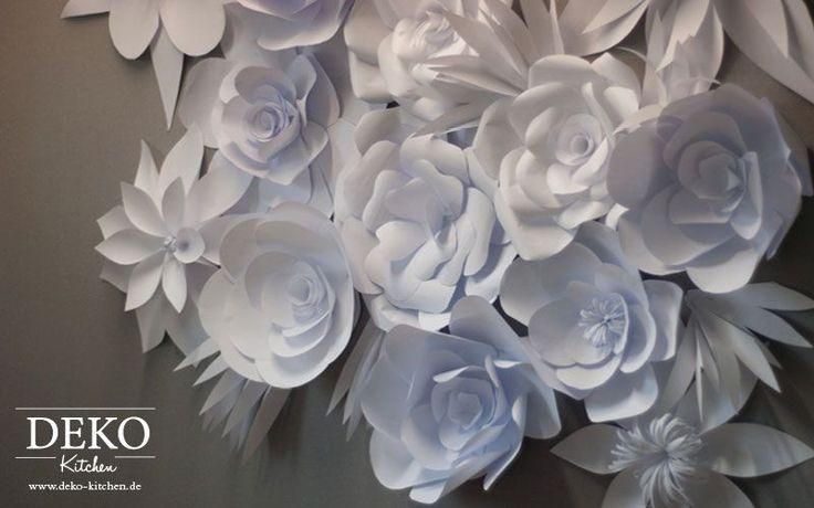 Mit dieser Papierblütenwand stelle ich Euch einer meiner absoluten Lieblingsdekorationen vor. Diese Blütenwände lassen sich ganz toll als Deko für Hochzeiten oder z. B. auch als Fotorückwand einsetzen. Natürlich kann man die Blüten auch einfach einzeln oder in kleinen Gruppen einsetzen. Für die Herstellung habe ich ganz normales Kopierpapier verwendet und so ist diese Dekoration …