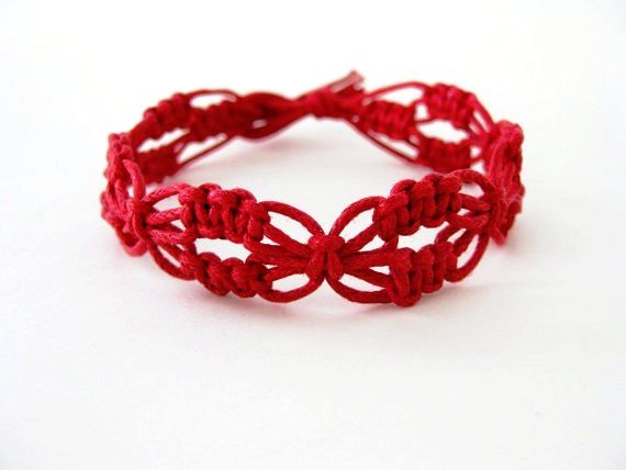 pattern red lacy macrame knotted bracelet tutorial crafts pinterest macrame knots knot. Black Bedroom Furniture Sets. Home Design Ideas