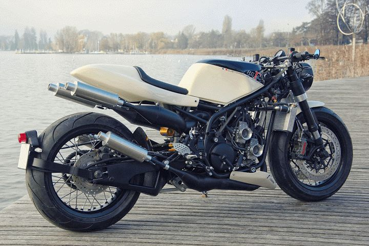 ★ Ludovic Lazares Suzuki RG400  – moto2