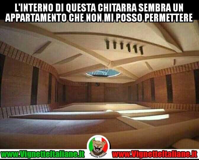 Un #appartamento a #chitarra #vignetteitaliane.it #vignette #italiane #immagini #divertenti #lol #funnypics #umorismo #humour #ridere #risate #chitarra #musica