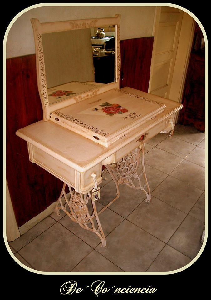 Antigua maquina de coser reciclada convertida en tocador for Como reciclar una mesa de tv