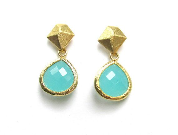 Geometric Gold Earrings with Faceted Teal Chalcedony Drop / Dangles / just PERFECT on Etsy, 32,00 $