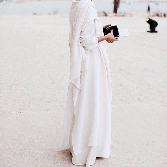 Pure elegance. The off white beige against the beach ♡ #abaya #hijab