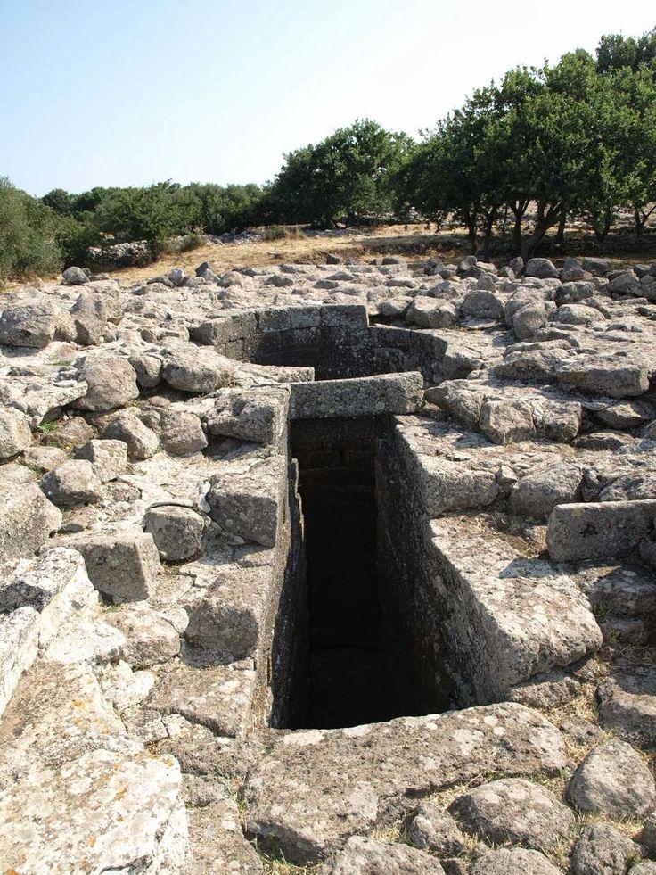 Sardinia - Italy: Il Santuario Nuragico di Santa Vittoria (Serri), pozzo sacro, Nuragic Age, Sardegna