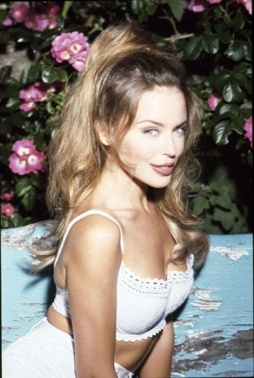 Kylie Minogue giving Bridgitte Bardot french sex kitten vibes