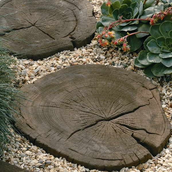 Wwwgiesendesigncom round stepping stones with decorative for Garden stepping stone ideas