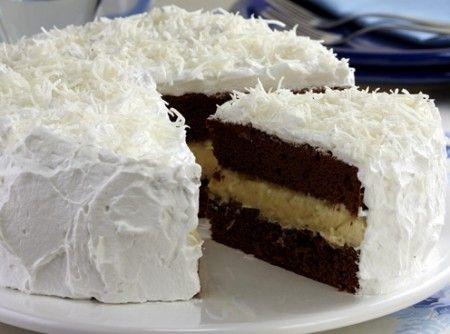 Receita de Bolo de chocolate com recheio de trufa de coco - bolo deve ser tudo de  maravilhoso...  Tenho que faazer... maravilhoso eu amei Adorei Maravilhoso...