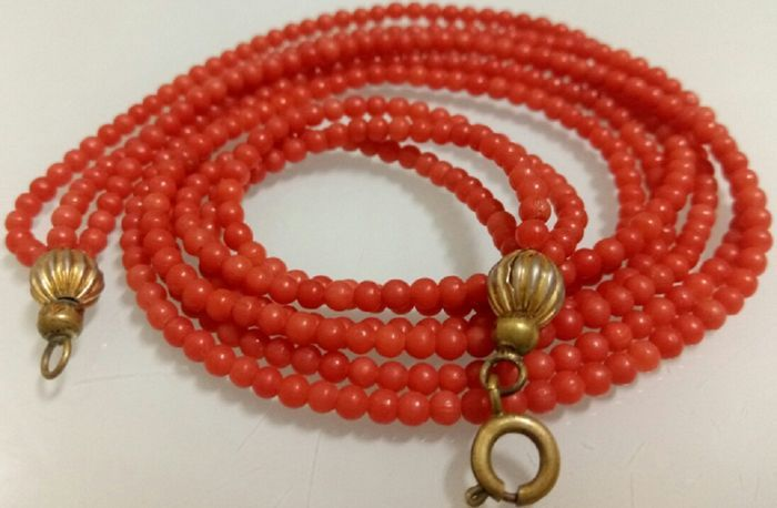 Currently at the #Catawiki auctions: Old Mediterranean coral necklace on three rows-44,5 cm