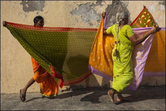 Saris. Dwarka. Gujarat By Claude Renault on 10/10/2010