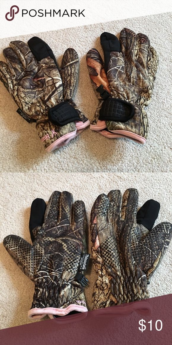Huntworth Thinsulate gloves Super warm. Great for hunting or just winter weather in general. I no longer hunt and have no need for these. Only been worn a handful amount of times. Great condition. Smoke and pet free home size m/l Huntworth Accessories Gloves & Mittens