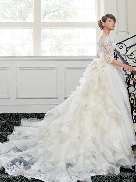クチュールメゾン ヒサコタカヤマ(Couture Maison Hisako Takayama) 銀座本店 コードリバーレースとシルクサテンオーガンジーのクラシカルな七分袖のバックコンシャスドレス