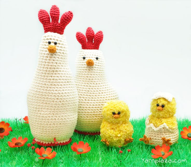 Do you want to crochet Easter decorations? This cozy chicken family will cheer up every space! Continue reading for the free Easter crochet pattern!
