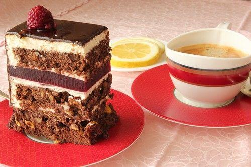 """Торт делала на свой день рождения, очень понравился. бисквит """"Захер""""рецепт тут Хрустящий слой """"Praliné feuilletine"""" по рецепту Катя (katelig) 30 г молочного…"""