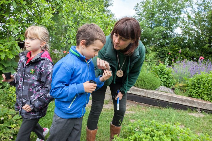 Claire helps some nature detectives figure out which herbs should go in their smelly potions. (Photographer- Mr Monir Ali)