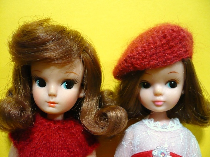 LEFT: 1st generation Licca (made by Takara) RIGHT: Clone doll (Unknown company made)