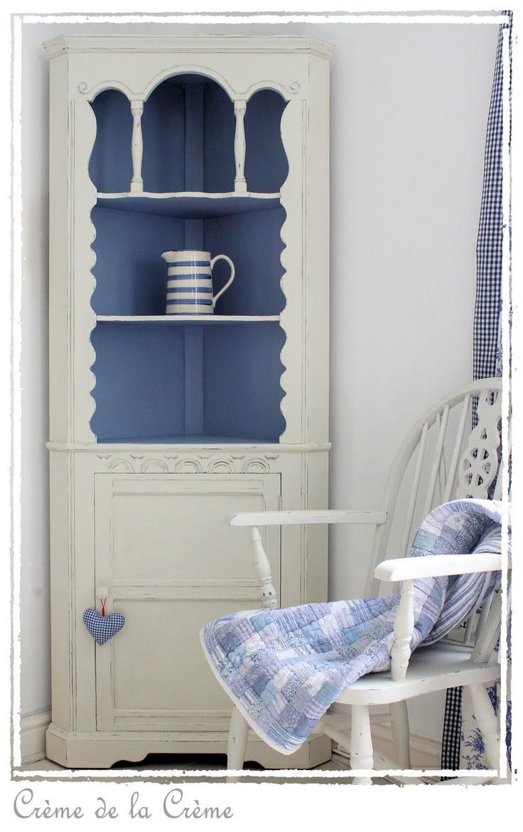 Crème de la Crème: Blue and white corner display cabinet