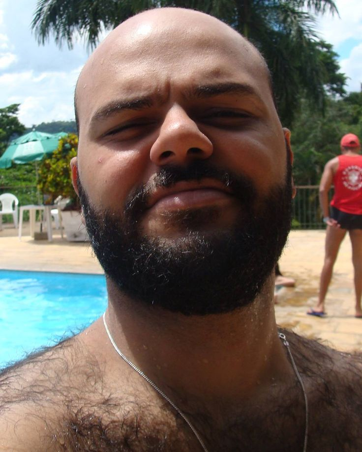 Piscina ensolarada #piscina #beard #bear #bearded #beardgrowth #beardedbear #errejota #conservatoria #piscine by pvsousaa