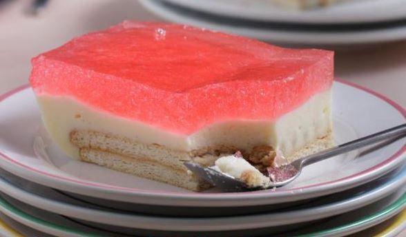 Ένα τέλειογλύκισμα ψυγείου με κρέμα και ζελέ. Κλασικό, καλοκαιρινό γλύκισμα με ελαφριά υφή και δροσερή ανάλαφρη γεύση. Μια εύκολη στη παρασκευή της συνταγ