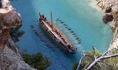 Η Αργώ στον Ισθμό της Κορίνθου / A replica of the Argo sails in the canal of Korinthos in Greece (Hellas)