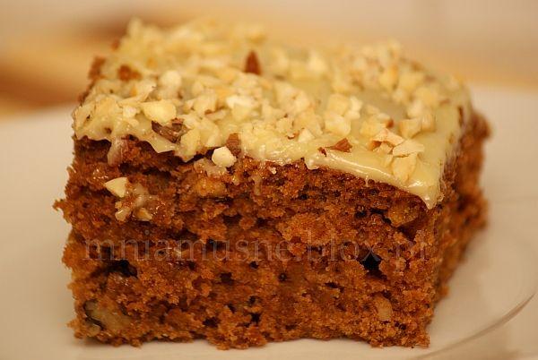 Dyniowe ciasto z imbirem i polewą z białej czekolady