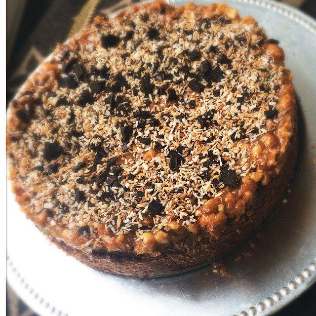 """""""Chokladkaka med jordnötter som fick många likes på @ellesverige Har lovat att lägga ut recept så det kommer här:  300 g smör 3 tsk vaniljsocker 2 dl kakao…"""""""