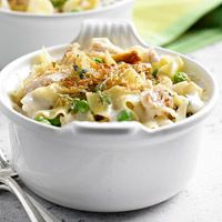 Garlic Parmesan Chicken and Noodles - this looks really creamy and delicious!