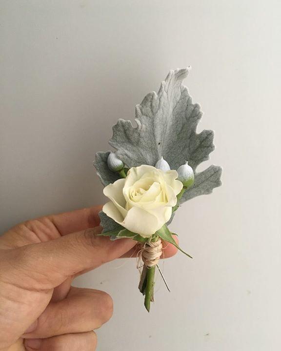 CBB233 wedding riviera maya white an grey boutonnière