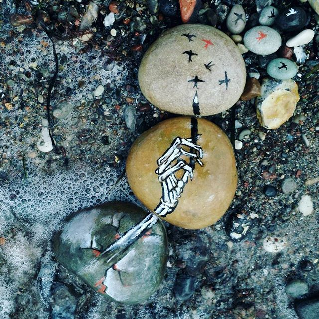 \\ The waves of the water mean nothing to me // throwback. I wish I lived by the sea. [left the stones at the beach. i wonder if anyone found them. maybe they are still there.] #cliqueart #twentyonepilotsart #twentyonepilots #twentyønepiløts #skeletønclique #skeletoncliqueart #skeletonclique #addictwithapen