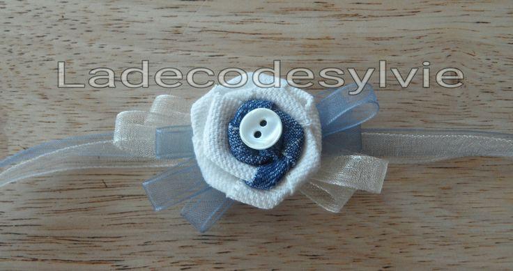 Bracelet fleur en Jean et tissu Blanc http://Ladecodesylvie.fr #mariage #wedding #bleu #blanc #mariage #bouquet #mariée #fleurs #flowers