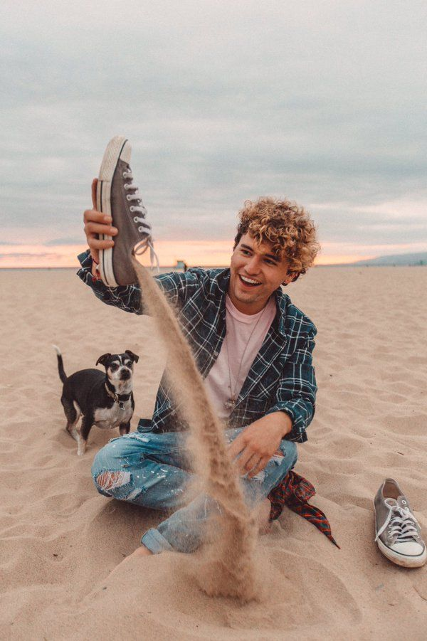 wishbone is surprised how much sand is in jc's shoe