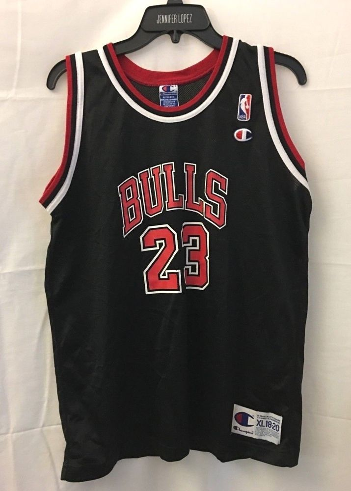 8b6cd1932fe Vintage Michael Jordan Chicago Bulls 23 Jersey NBA Youth Boys XL Champion