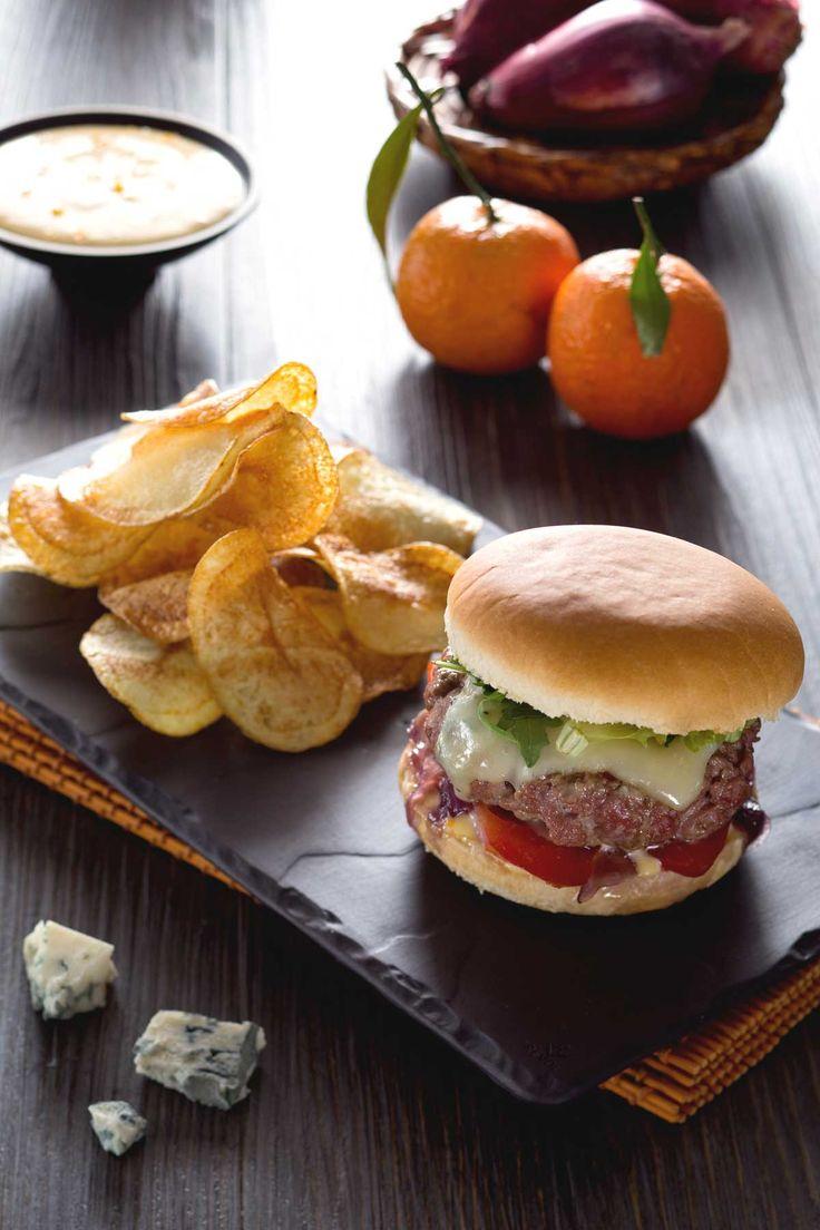 Burger d'anatra con maionese agli agrumi, una vera prelibatezza degna del menu di un bistrot parigino! #Giallozafferano #ricetta #recipe