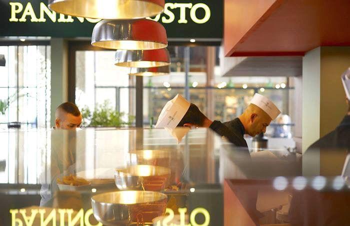 insegne luminose negozi Milano, insegne negozi Milano, insegne Milano, insegne negozi Panino Giusto