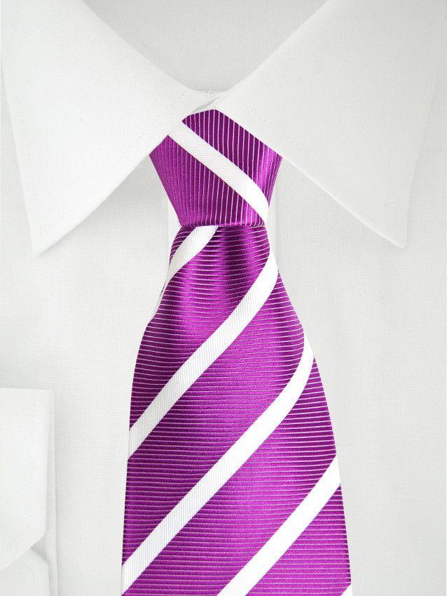 Lila Krawatte mit weißen Streifen . . . . . der Blog für den Gentleman - www.thegentlemanclub.de/blog
