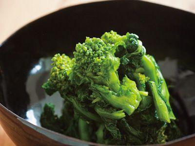 有元 葉子 さんの菜の花を使った「菜の花の塩漬け」。ゆでておひたしやあえ物にすることの多い菜の花を漬物に。保存袋で漬けるお手軽な漬け物ですよ。 NHK「きょうの料理」で放送された料理レシピや献立が満載。