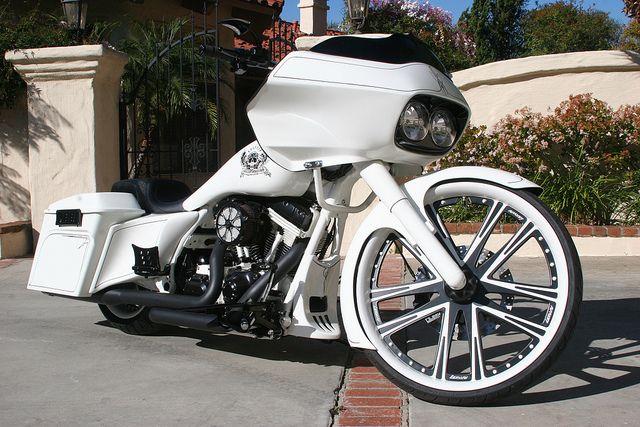 Custom bagger | Custom Harley Bagger painted by David Lozeau and Hot Dog (Pete Finlan ...