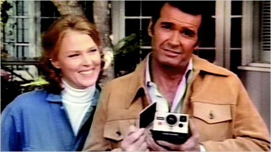 People actually thought they were married.  In happier times: Polaroid's 1970s-80s television ads featuring James Garner and Mariette Hartley wisecracking and needling one another were widely admired and imitated.: People Thoughts, Childhood Memories, Classic Commercial, Polaroid Camera, James Garner, Polaroid Commercial, Mariett Hartley, 1970S Polaroid, Polaroid Ads