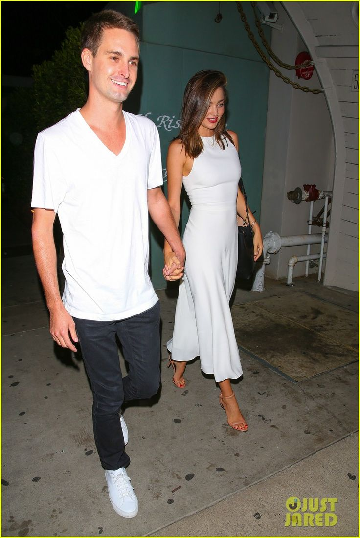 miranda kerr evan spiegel dinner date 01 Miranda Kerr and her boyfriend, Snapchat's Evan Spiegel, hold hands while leaving Giorgio Baldi on Sunday (September 20) in Santa Monica, Calif.    The 32-year-old…