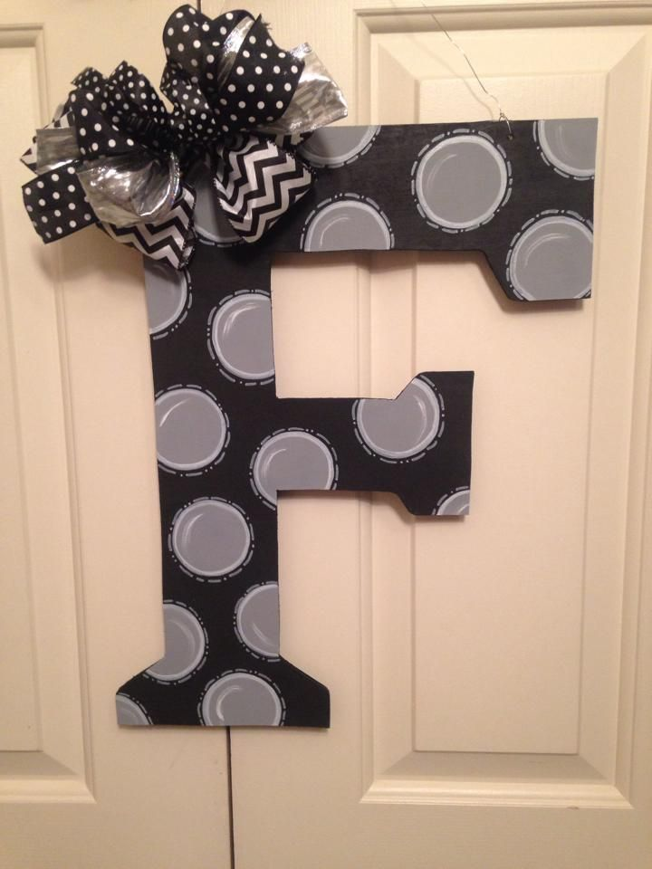 Letter 'F' wooden door hanger