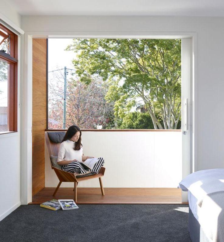 Una casa con formas simples y minimalista Interiores de